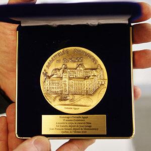 Médaille de l'Assemblée nationale en gros plan